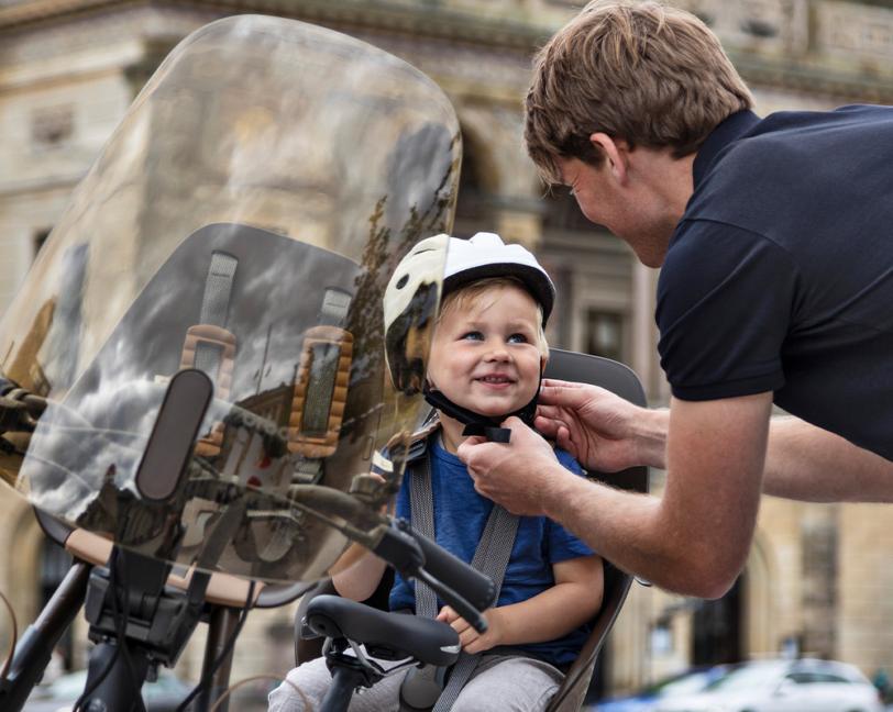 urban-iki-koge-brown-helmet-bicycle