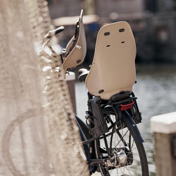 inaho beige achterzitje fiets