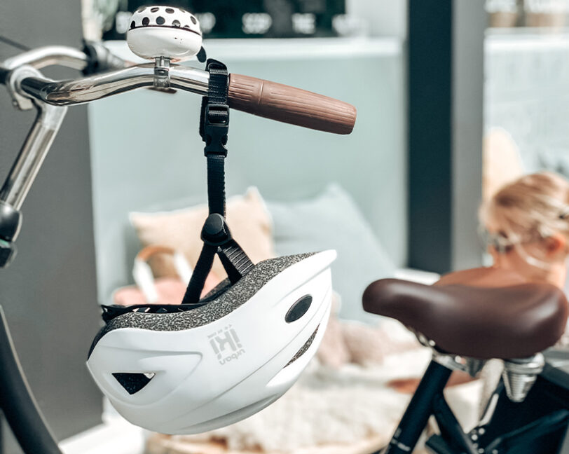 Urban Iki helm aan de fiets